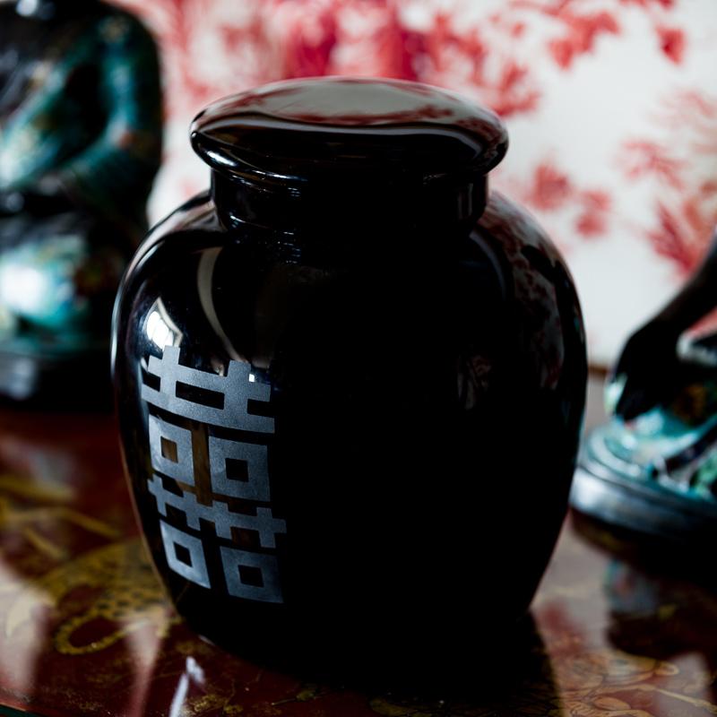 black_murano_chinese_vase_engraved_engraving_cap_top_designer_italian_giberto