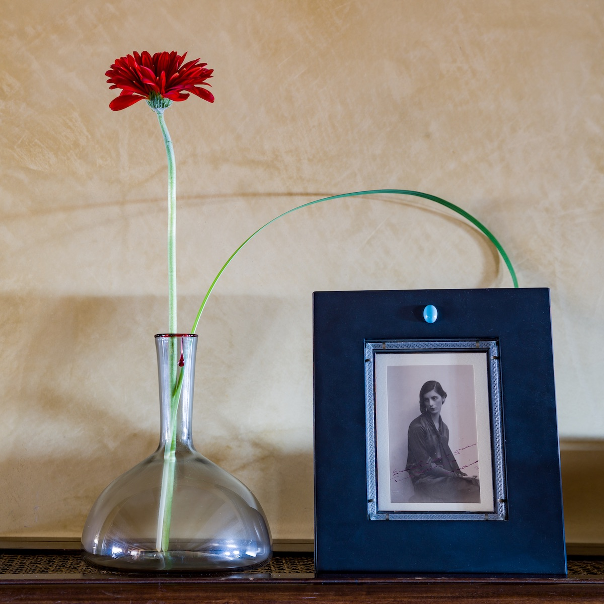 cornice-frame-picture-gift-glass-slate-black-elegant-turquoise-timeless-modern-classic