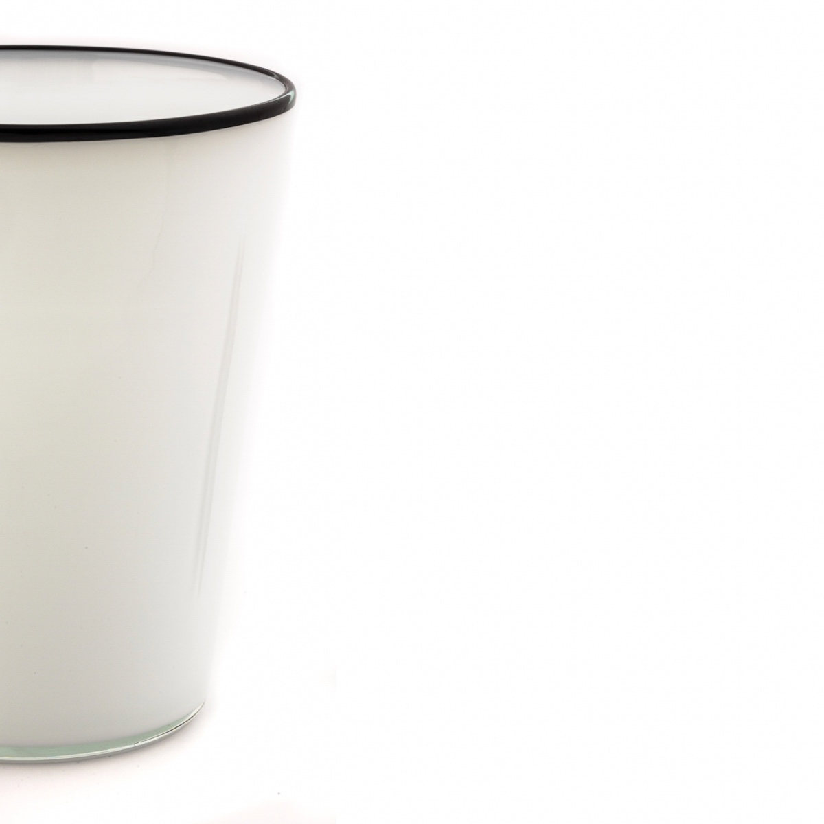 fontana-taglio-cut-white-knife-glass