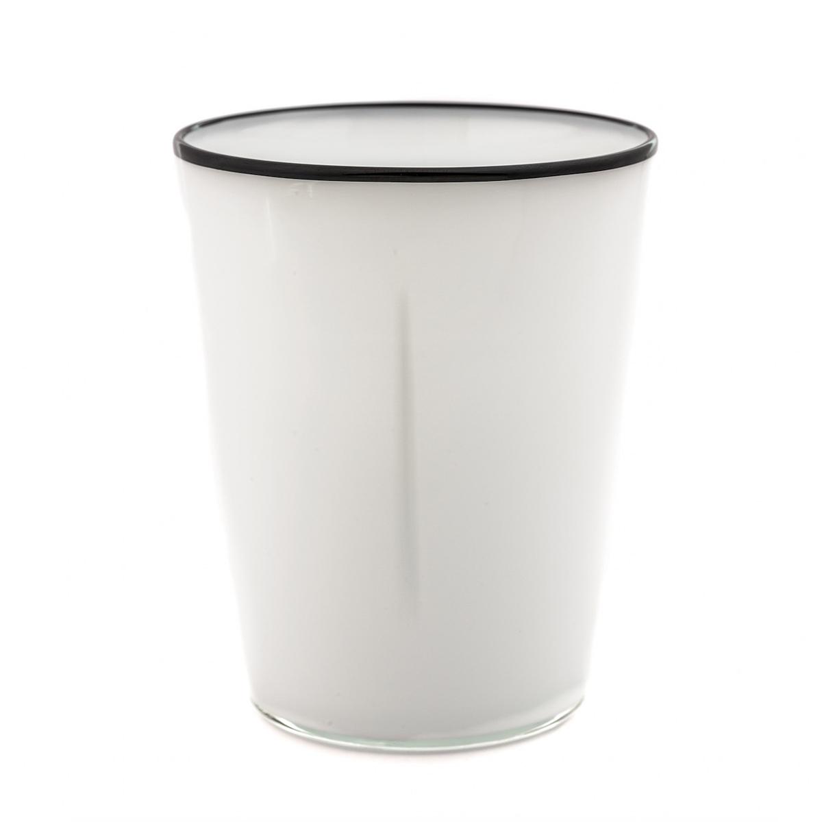 fontana-white-black-design
