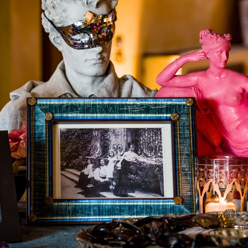 fun-colorful-pictureframe-picture-frame-luxury-elegant-velvet-italian-designer