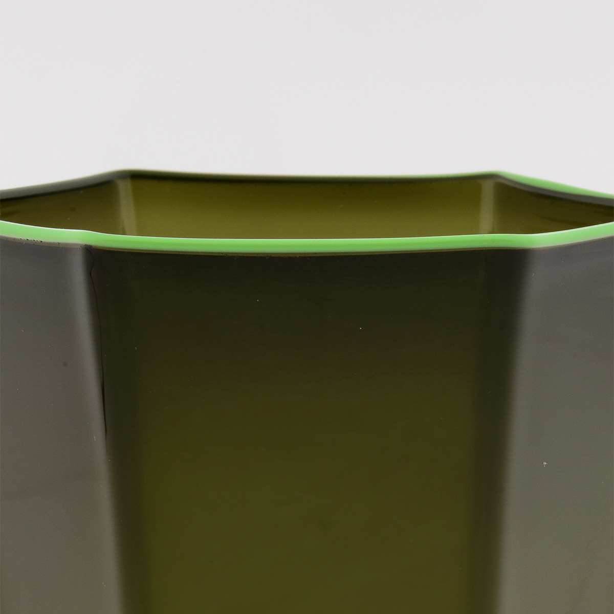 laguna-glass-green-green-rim-giberto-handmade-murano-wine-luxury