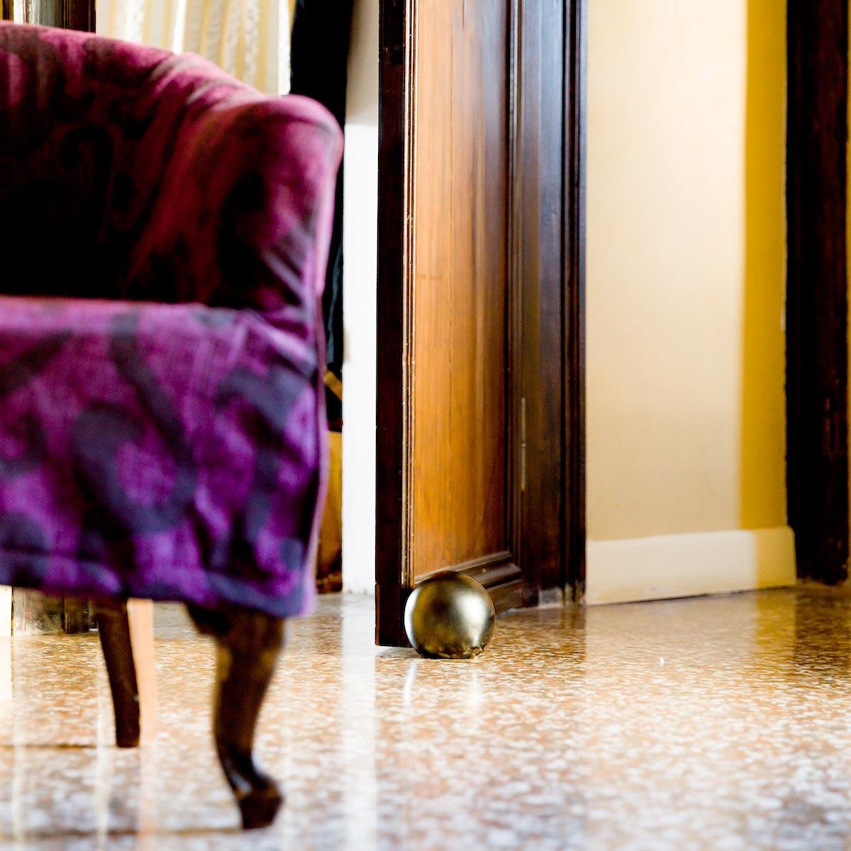 palla-cannone-cannon-ball-elegant-palazzo-venetian-venice-doorstopper-glass