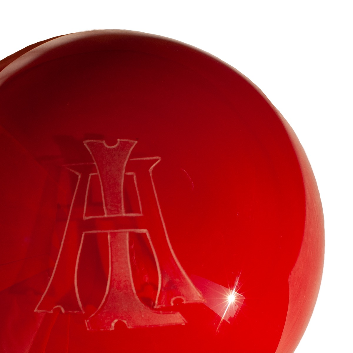press-papier-red-detail-engraved-murano-glass-design-giberto-venice