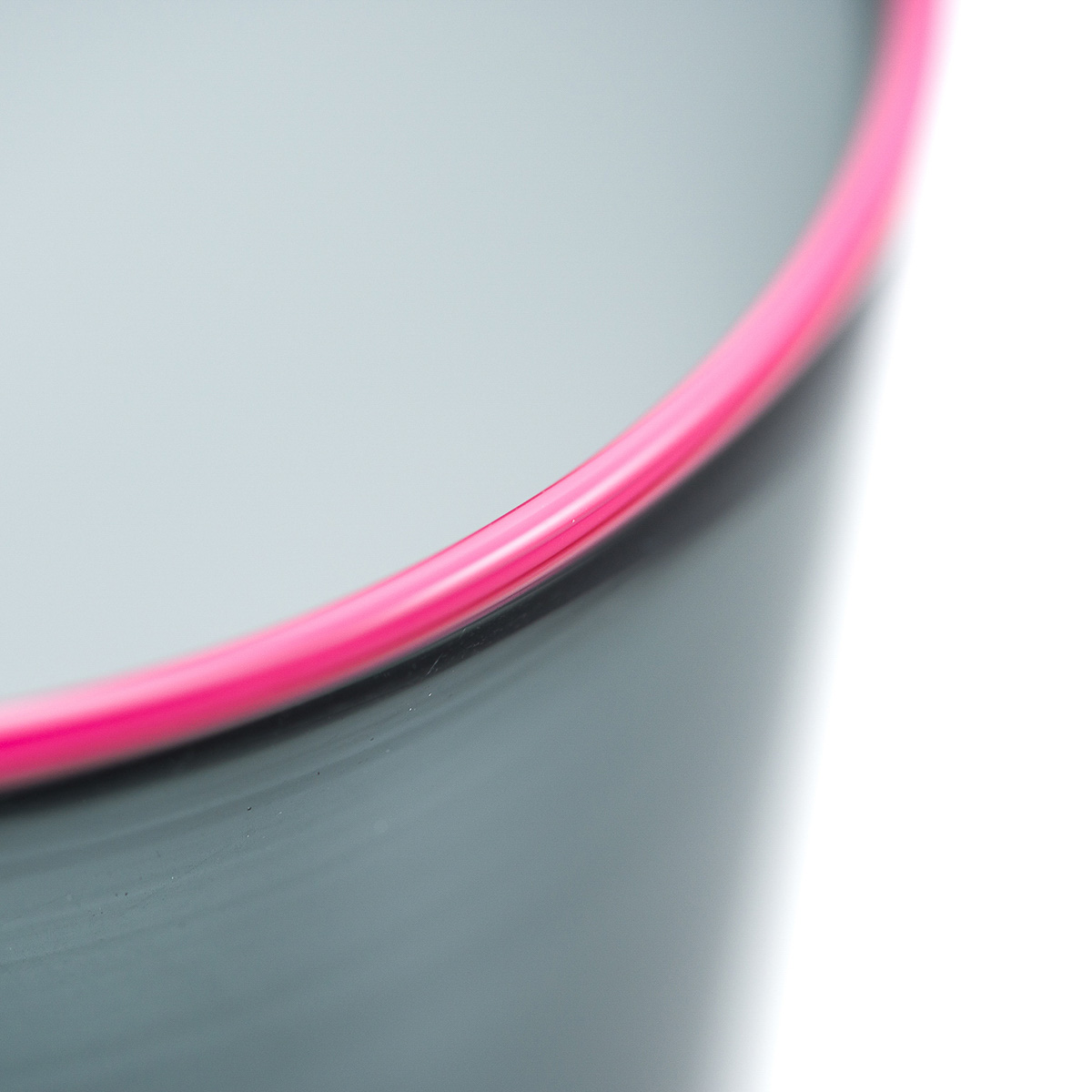 roi-glass-giberto-murano-venice-design-luxury-pink-rim-water-detail