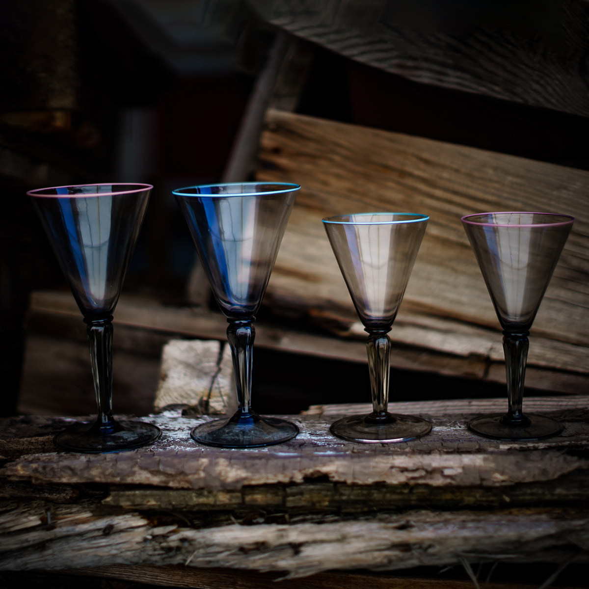 tulipano_glass_design_murano_handmade_venice_giberto_cocktail_water_wine_pink_blue_rim_luxury